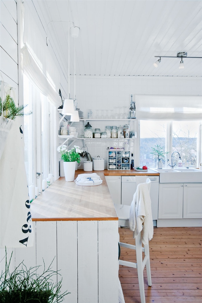 The Cottage Cheese: Scandinavian Cottage Kitchen Inspiration