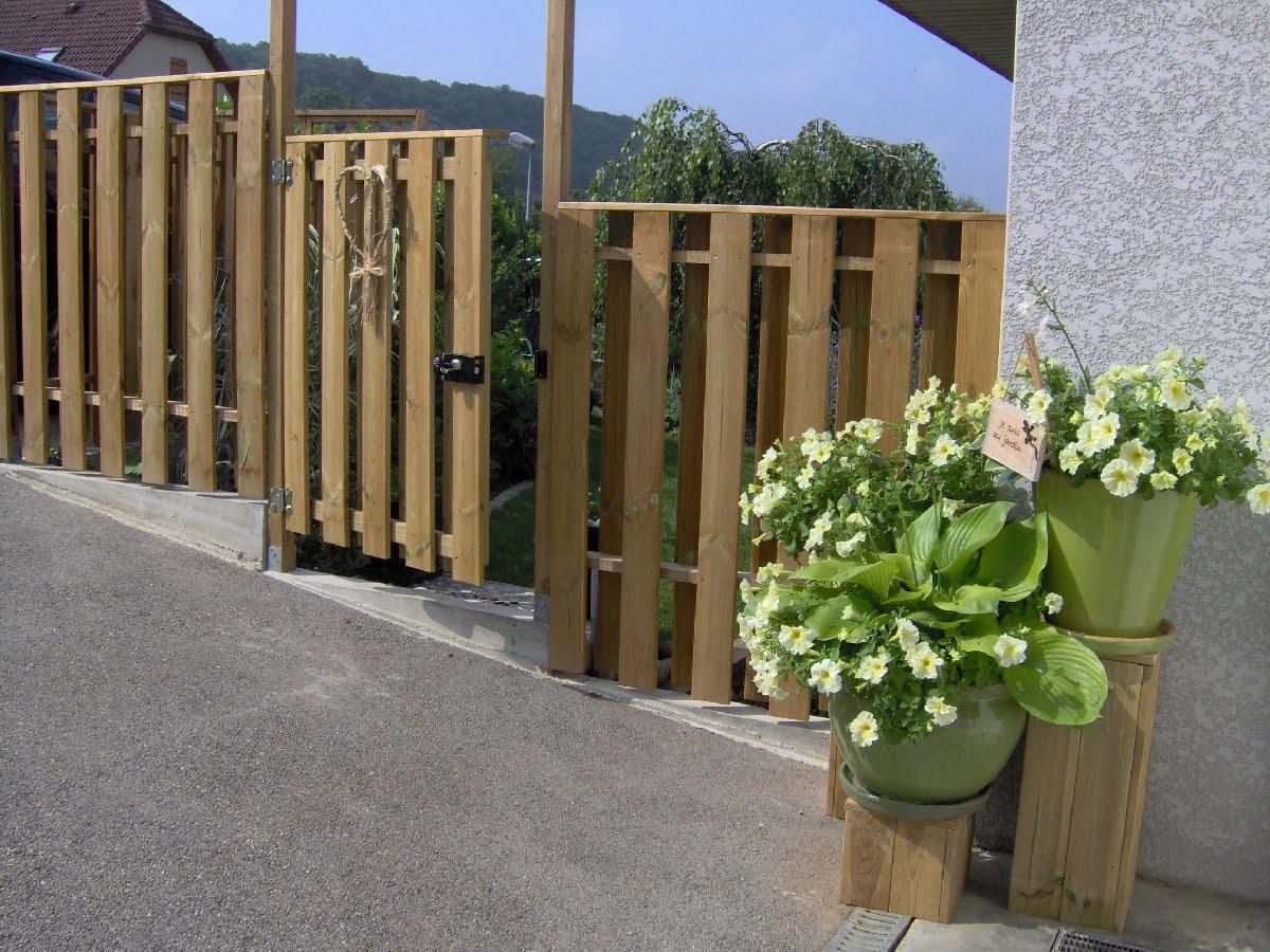 le jardin des grandes vignes palissade contre haie de. Black Bedroom Furniture Sets. Home Design Ideas