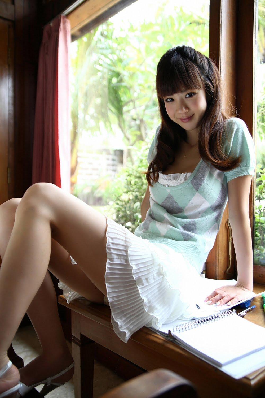 Aki Hoshino - Pretty Cute Japan: Aki Hoshino - Yellow Bikini