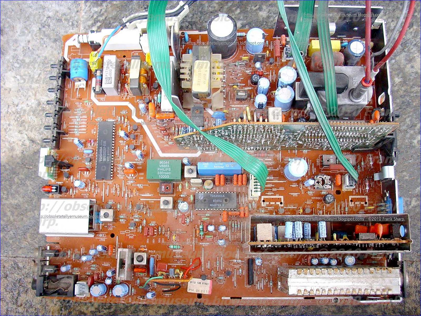 Obsolete Technology Tellye Bang Olufsen Beovision Mx1500 Ic Based Tv Transmitter Circuit The Starting Is Taken From Pin 10 Via Internal Diodes And Voltage On 16 Will Stabilize To A Typical Value Of 94 V