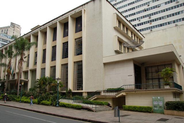 3d5d5522ce2 Biblioteca Pública do Paraná (1951). Perfeitamente inserida na paisagem  urbana de Curitiba