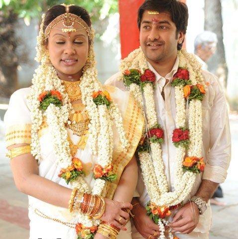 Malayalam actress manka mahesh with her lover mms scandal - 2 2