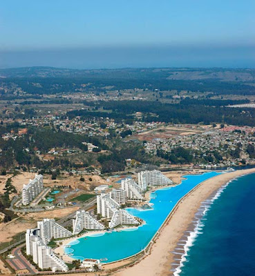 Amazing unbelievable incredible strange happening - The biggest swimming pool in chile ...