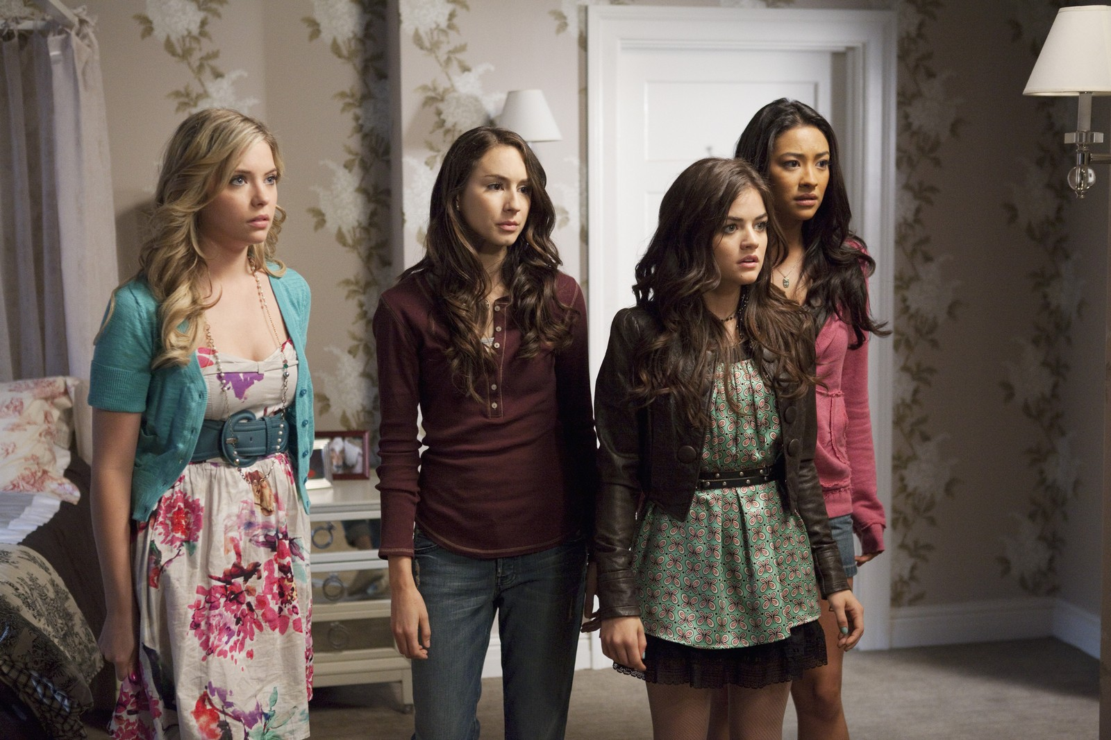 Pretty Little Liars Season 1 Episode 11 | News Alert