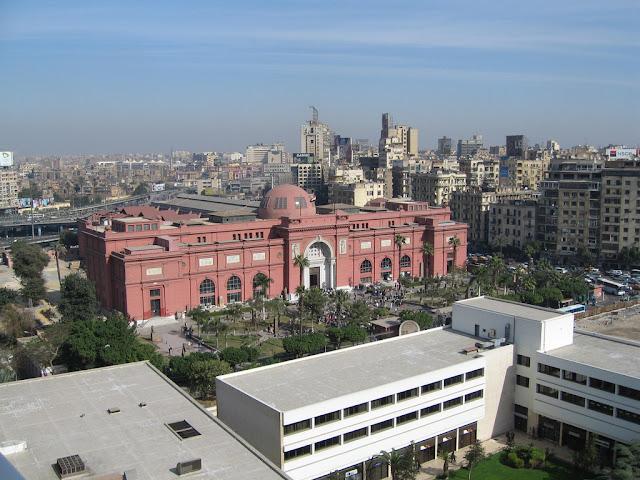 99573045900 ICONOCLASTAS DESTROEM NO MUSEU DO CAIRO