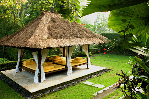 DECORATION: SPACIOUS AND RELAXİNG GARDENS
