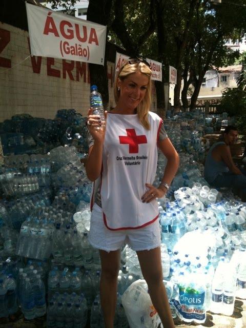 Ana Hickmann é mais uma famosa a se tornar voluntária para arrecadar  donativos para as vítimas da chuva na região serrana do Rio. Na manhã deste  domingo, ... eb6cd52025