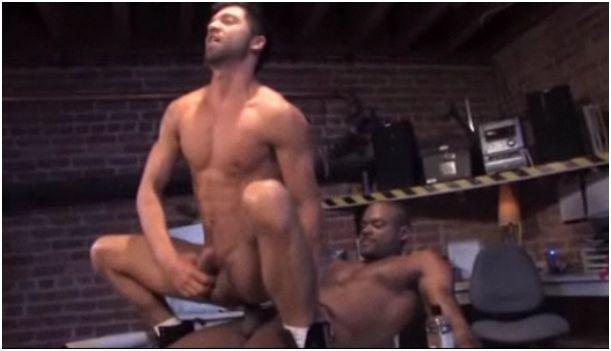 sesso gay fra uomo bianco e uomo nero