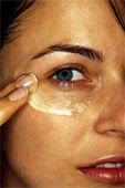 woman applying anit-wrinkle mask