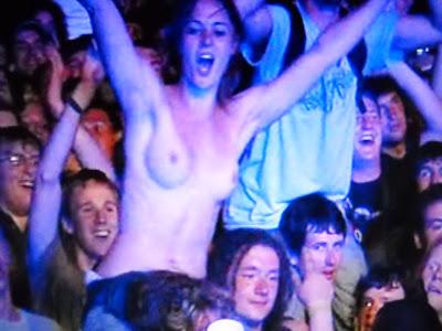 concert tits