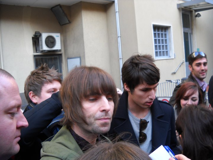 ee6254497875b oasisblues  meeting Liam Gallagher