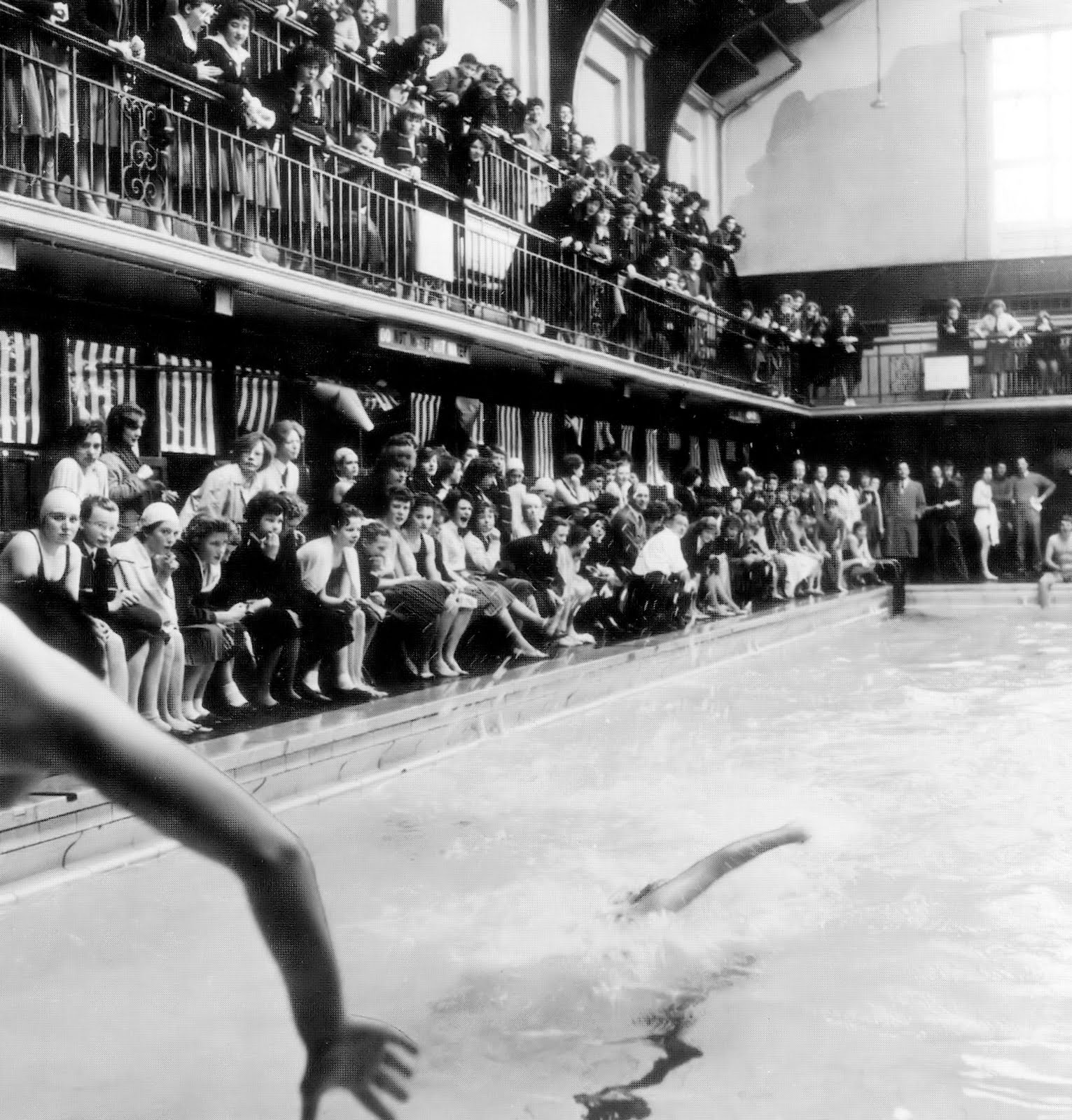 Retro dundee the central baths 60s 70s - Dundee swimming pool opening times ...
