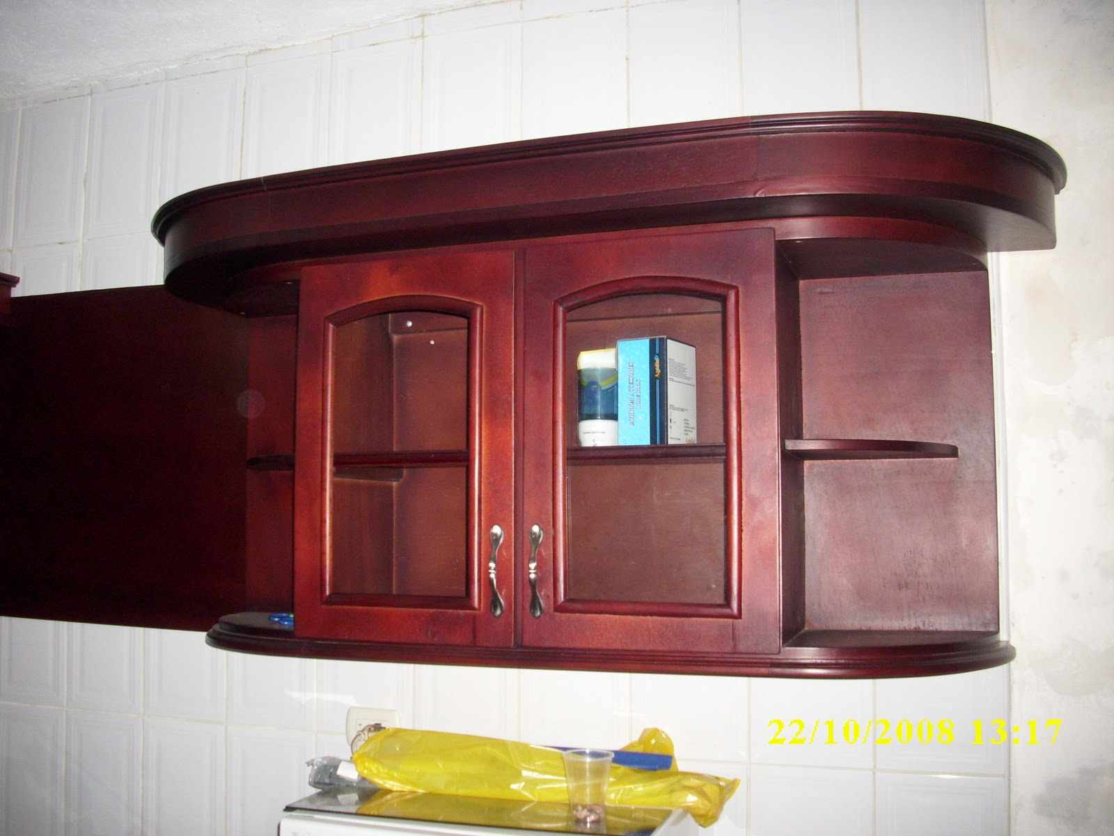 Mis trabajos en madera Cocina empotrada hecha en compuesto de 15 mm con aplicaciones y corniza para luces