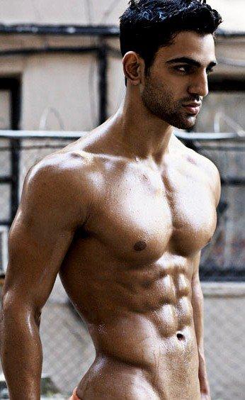 Shirtless Bollywood Men Rishi Idnani-8282