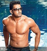 Daily Bodybuilding Motivation: Shirtless Bollywood Man