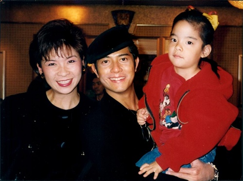 [news] Childhood photos of f(x) Amber with Aaron Kwok ... F(x) Amber Pre Debut