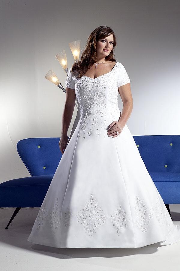 8ef7f933 Sidney Closet tiene una línea de originales diseños para vestidos de boda  en tallas extra grande.