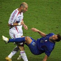 Setelah tragedi tandukan di final Piala Dunia  Terkini Materazzi Aku Sudah Jabat Tangan Zidane