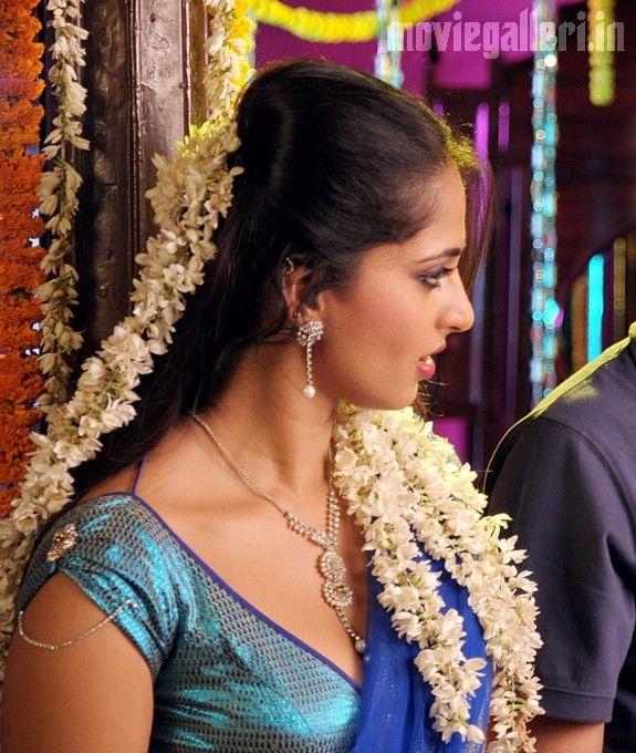 Anushka Shetty As Prositute In Vedam Telugu Movie-7370