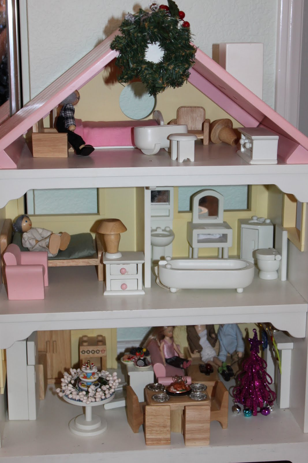 Pretend party play decorating the doll house - How to decorate my home ...