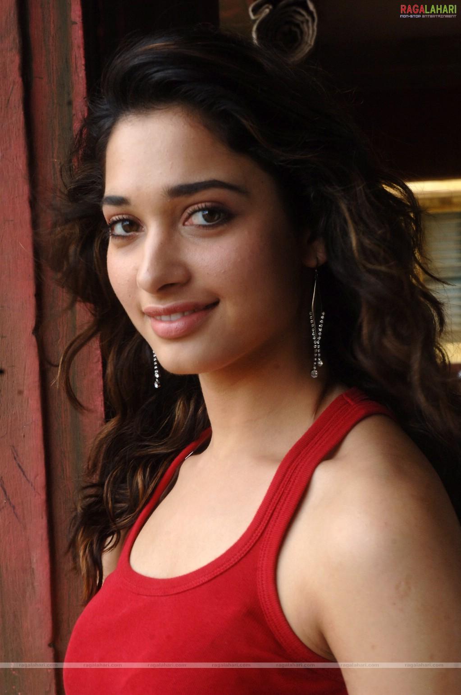 Tamanna Films: Actress Hot Photos: Tamanna Hot In Siruthai Movie