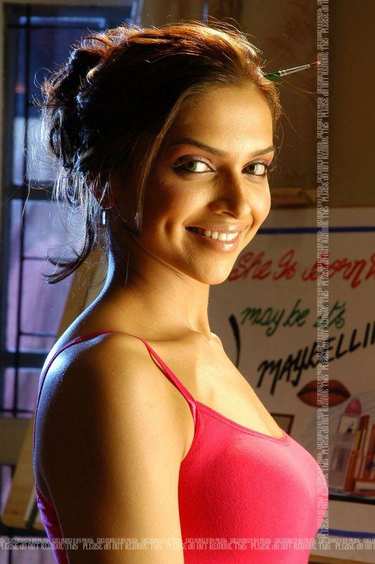 Bollywood Fan Deepika Padukone Photos Deepika In Saari