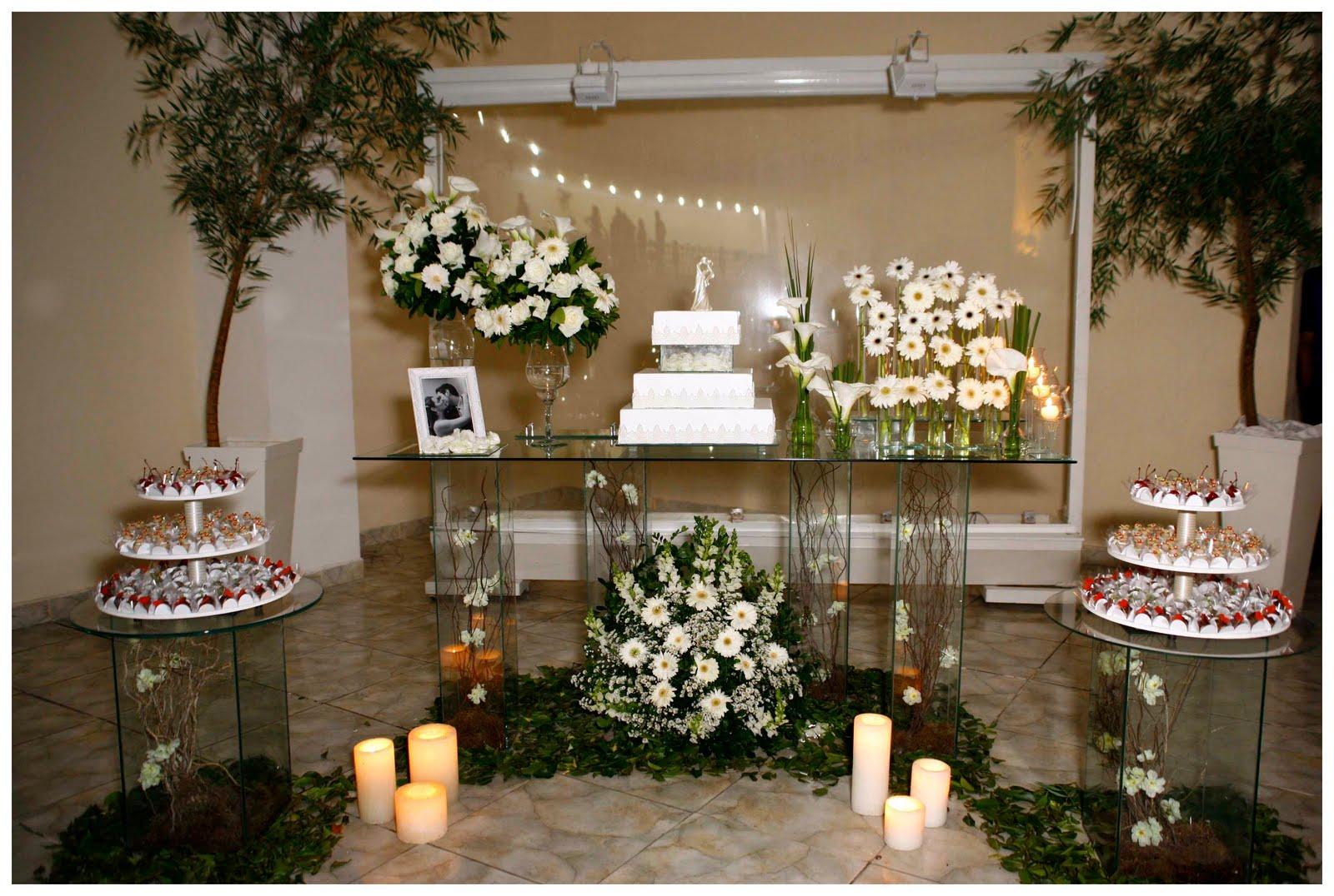 Como Decorar A Mesa Do Bolo De Casamento -> Como Decorar Mesa De Jantar Para Casamento