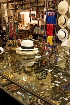 Tienda del Museo de Arte Precolombino Barbier-Mueller de Barcelona ... 6f3987264fa