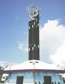 Tugu Khatulistiwa 7 Menara Paling Terkenal Dan Bersejarah Di Indonesia