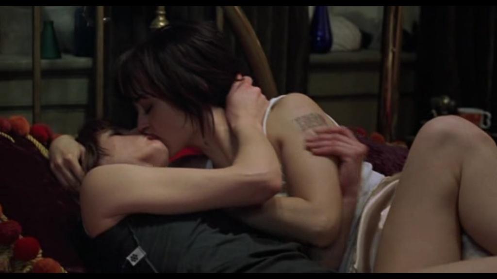 lesbian milla scene jovovich