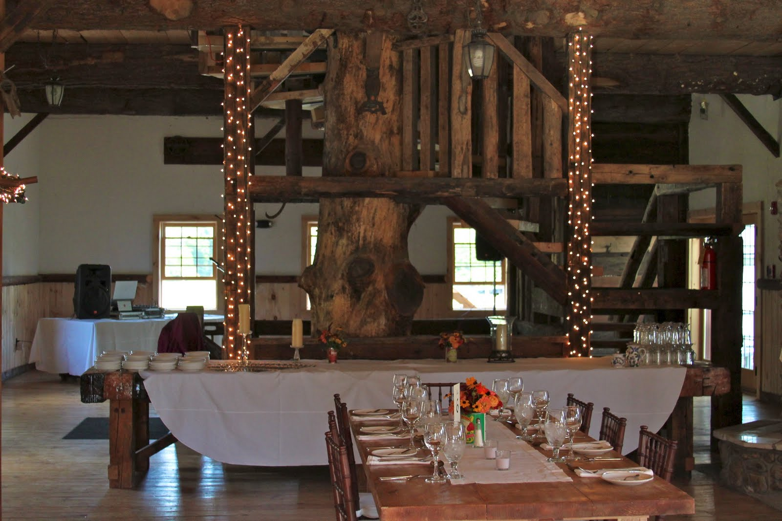 Amee Farm: Rustic Barn Wedding