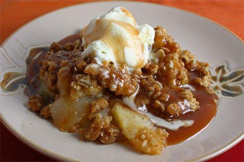 Vanilla Apple Crisp with Caramel Sauce