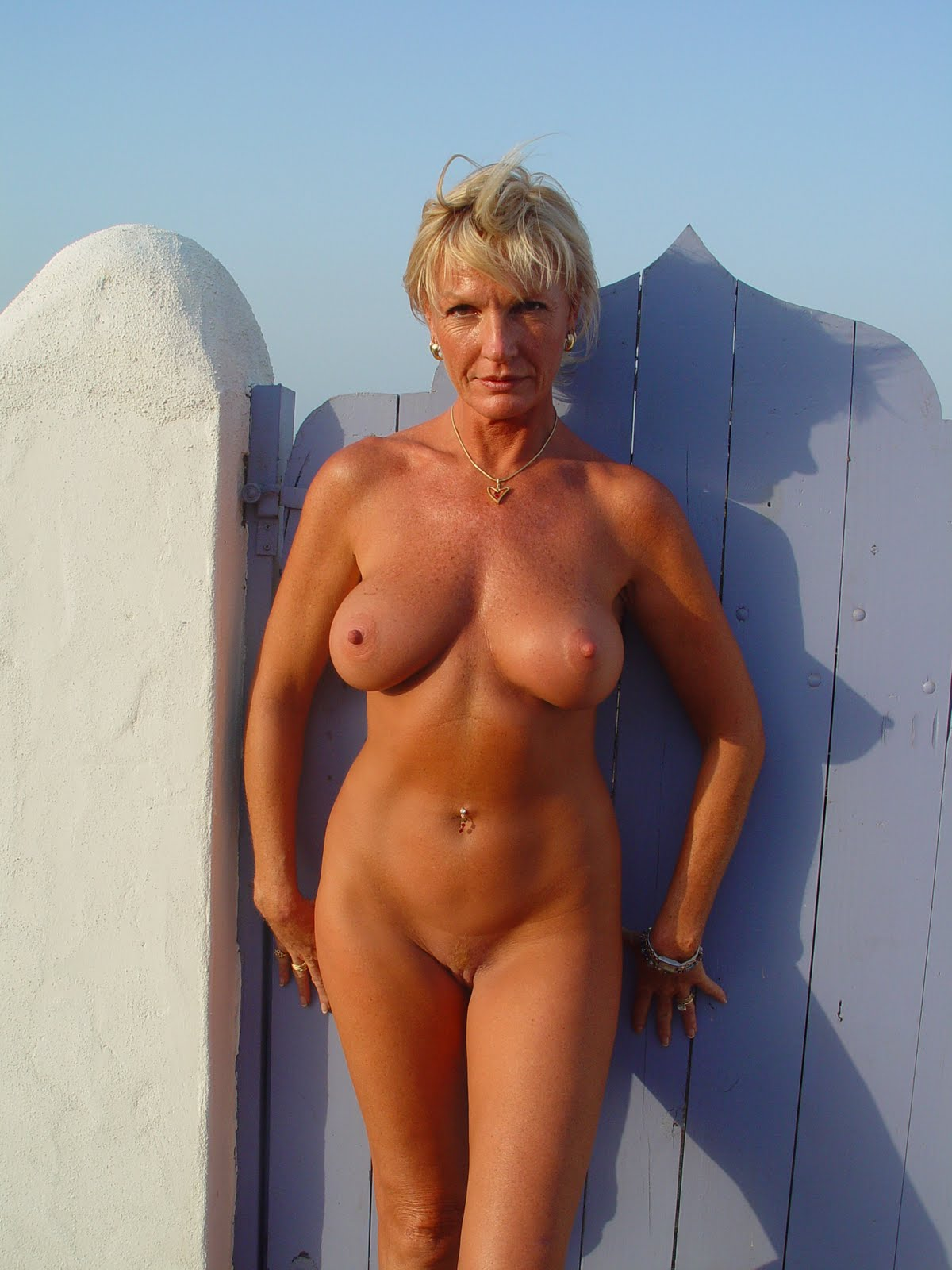 Blonde milf showing her skills 10