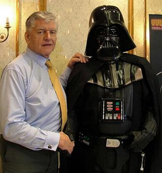 Darth Vader Actor Banned From Star Wars Convention The Geek Twins
