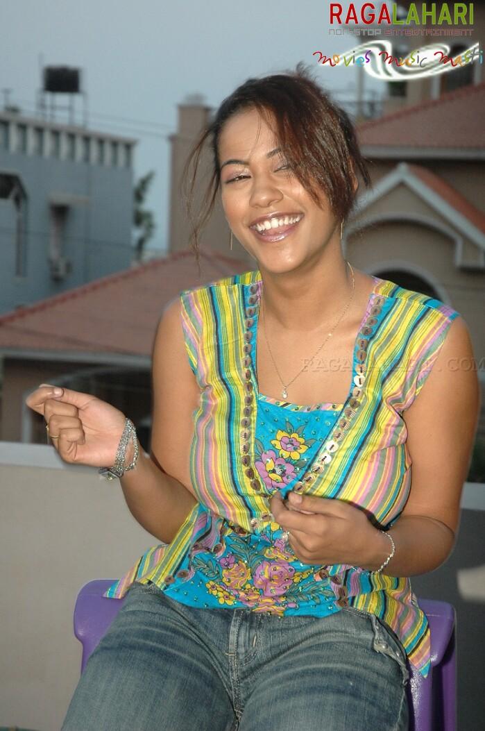 Indian Celebrity Sexy Girls Mumaith Khan Navel Stills-6444