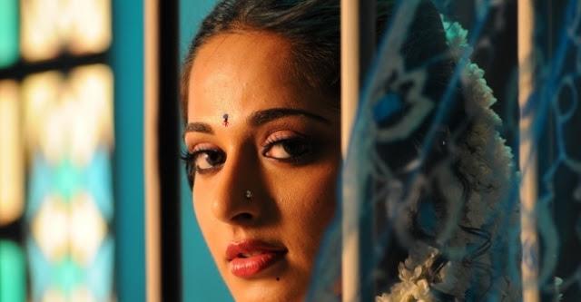 Anushka From Vedam Movie Still 2