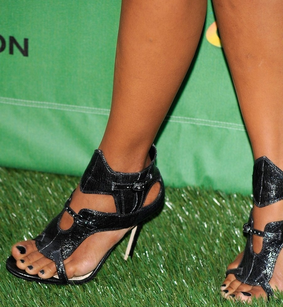 halle berry nude for feet