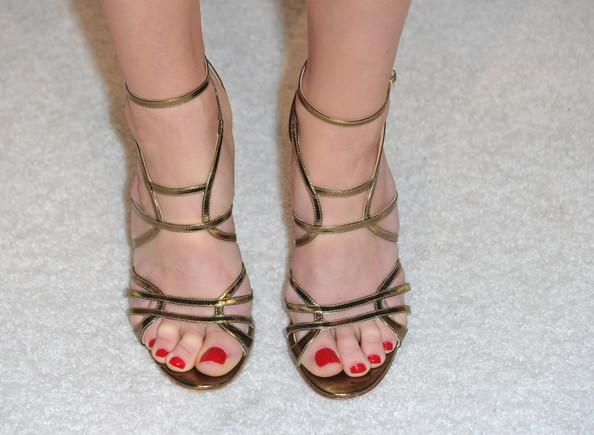 Halle Beauty Blog Jayma Mays Feet