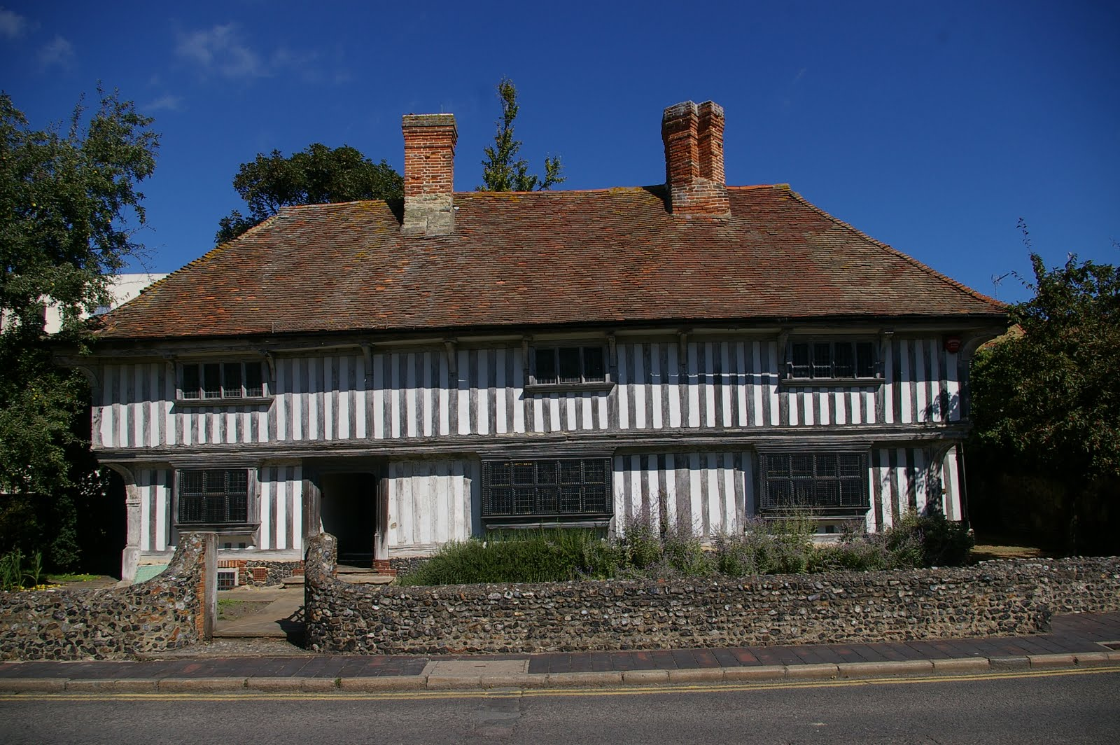Thanetonline photos of the tudor house in margate - What makes a house a tudor ...