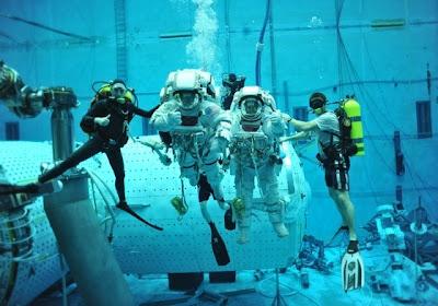 Suburban spaceman: NASA: Underwater Astronaut Training Tank