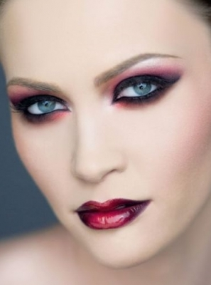 Lady'sBlog: How to get a sexy vampire look for Halloween