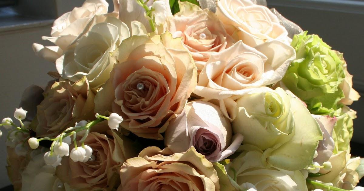 Fresh Roses Wedding Cake