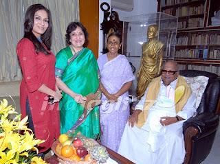 Latha Rajinikanth-Karunanidhi