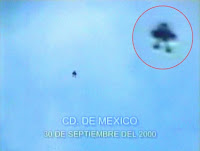 جسم طائر له شكل انسان ، التقطت صورة له في سماء المكسيك