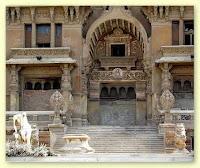مدخل قصر البارون إمبان