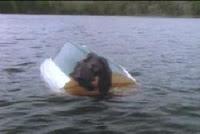 عثر على الزورق مقلوباُ وبجانبه جثة غرايس براون طافية على سطح البحيرة