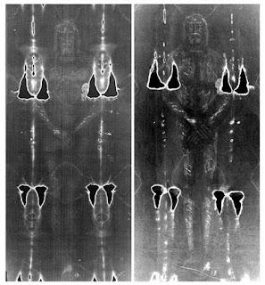 مقارنة الصورتين لكفن تورين ، النسخة الأصلية والتي أيعد أنتاجها ، لاحظ التشابه الكبير بين الإثنين