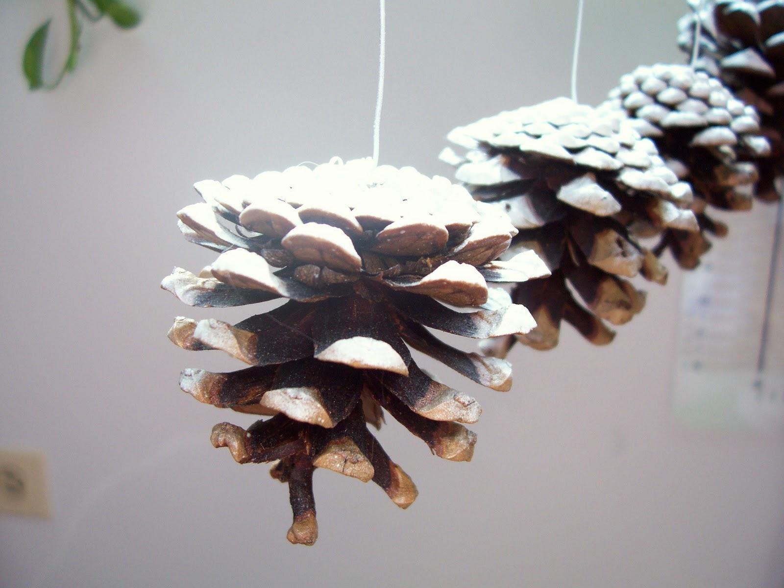 craftopotamus snowy pine cone christmas ornaments. Black Bedroom Furniture Sets. Home Design Ideas