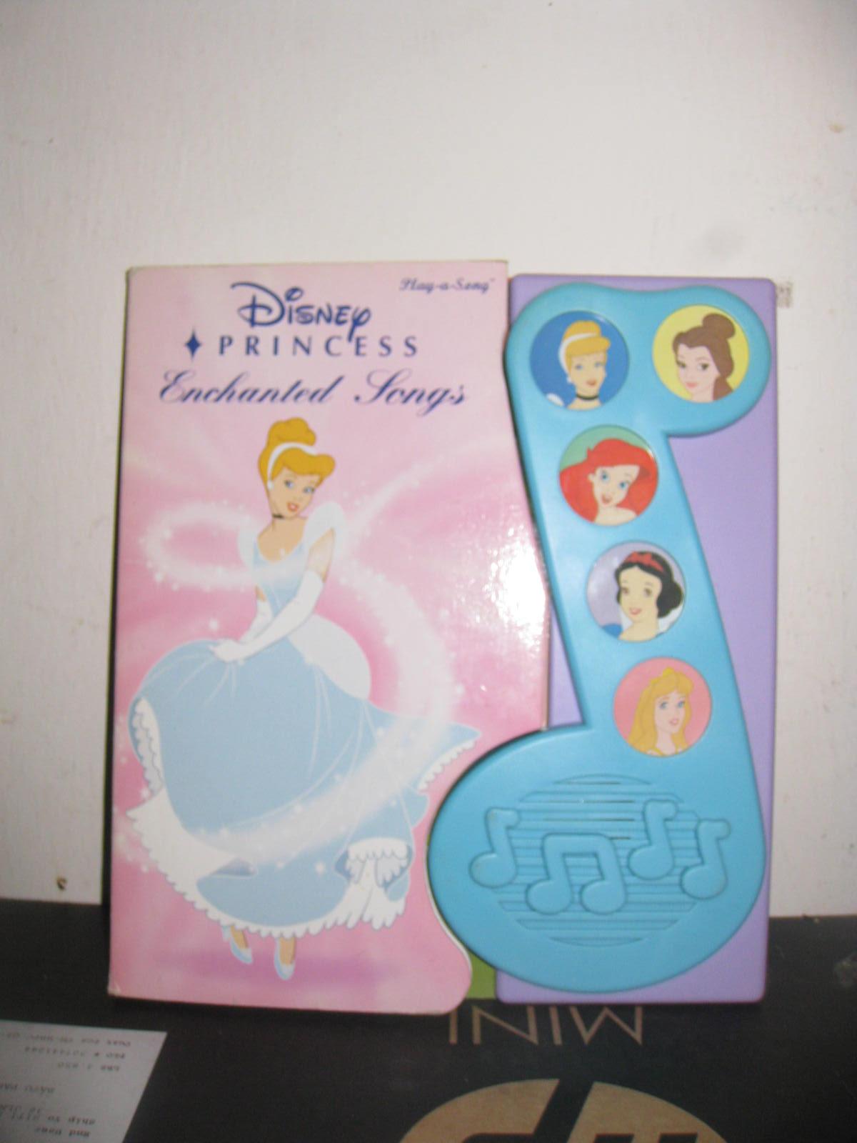 Mesya & Baby Wardrobe: Disney princess musical book
