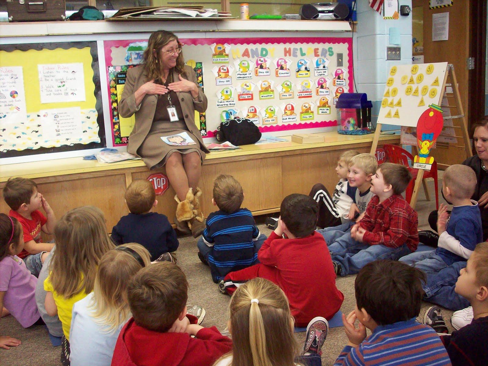 Newell Fonda Preschool Learning Sign Language